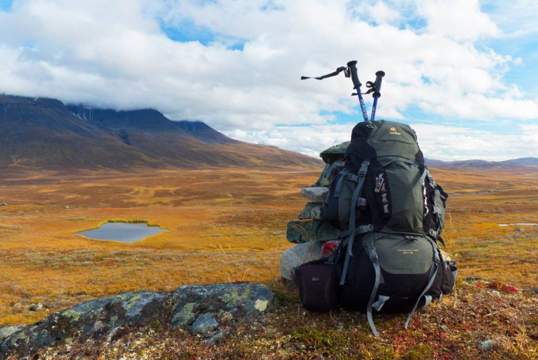 Trekkingrucksack-Fjaell-wandern-berge-see