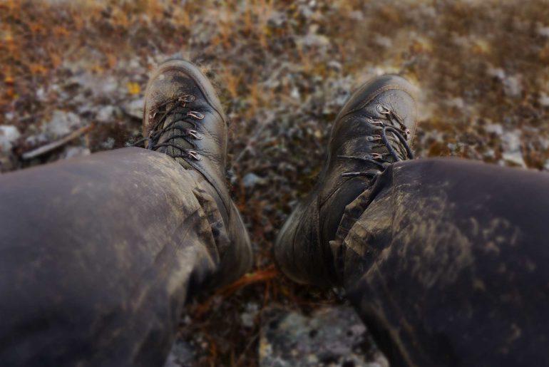Wanderschuhe-schmutz-trekking